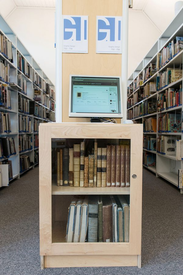 - Image of a computer stall in the library