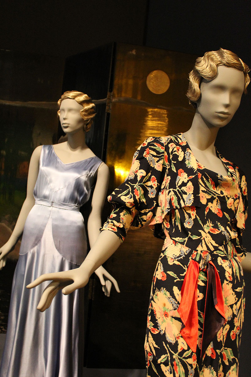 Mannequins dressed in elegant 30s style outfits in the Art Deco by the Sea exhibition