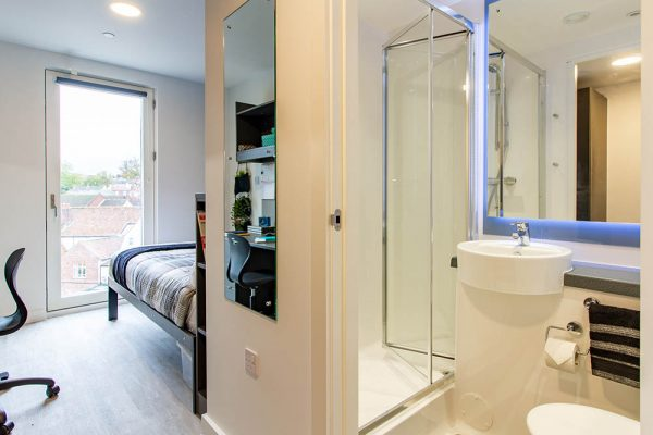 En-suite room - Bedroom and Ensuite at Benedicts Gate Norwich